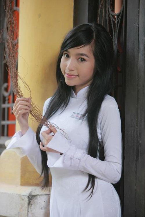 Tạo hình gợi cảm của Elly Trần trong Bóng ma học đường năm 2011.