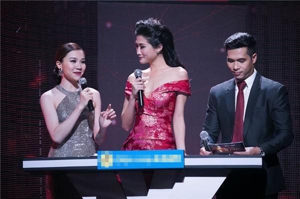 """Chi Pu """"tê môi"""" vì hôn Nhan Phúc Vinh, Vân Trang lần đầu khoe giọng"""