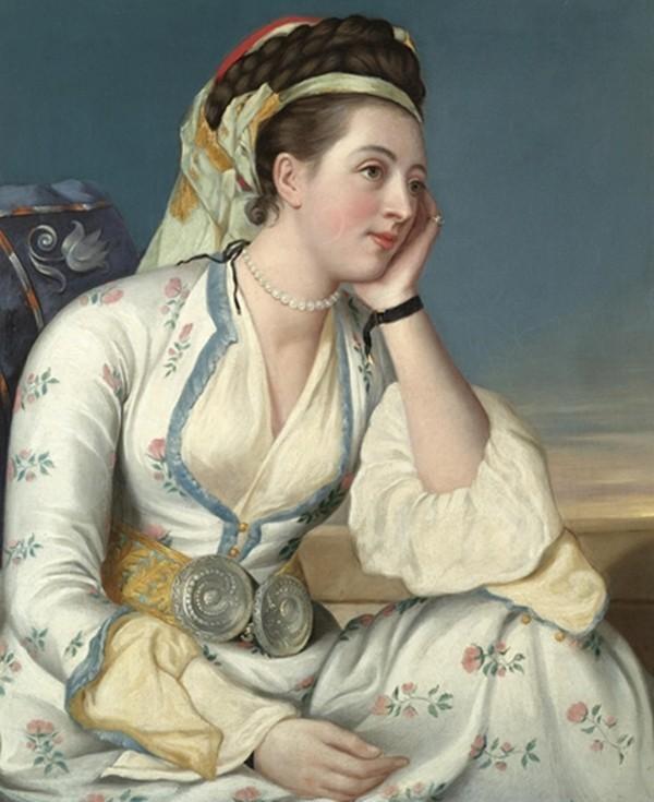 Làn da trắng bệch được xem là tiêu chuẩn của phụ nữ đẹp thời xưa.