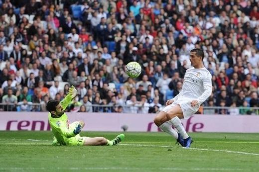 Ronaldo tỏa sáng rực rỡ trong trận thắng Eibar. (Ảnh: Getty Images)
