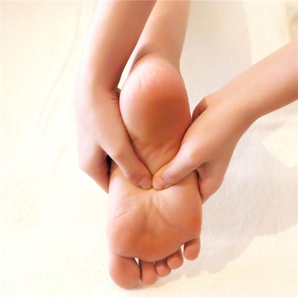 Gót chân gọn gàng và rõ là biểu hiện cho sự tài lộc. (Ảnh: Internet)
