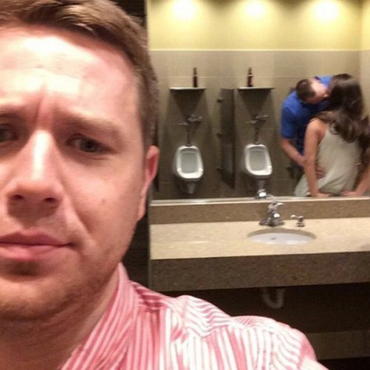 Đây không phải nhà vệ sinh dành cho cả nam và nữ, càng không phải nơi mà bạn có thể vô tư... dắt người yêu theo đâu nhé. (Ảnh: Internet)