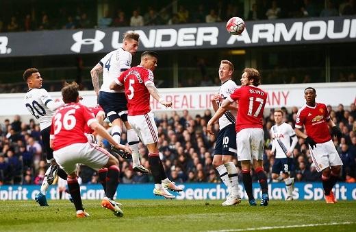 Thất bại tồi tệ 3-0 của MU trước Tottenham đêm qua. (Ảnh: Youtube)