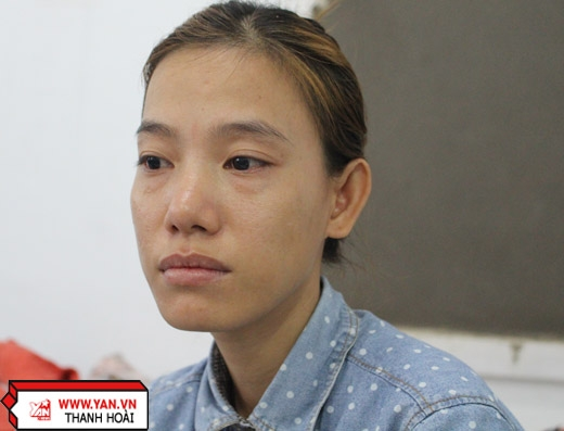 Chị Nguyễn Thúy Liễu (29 tuổi – mẹ ruột của bé Xuân) khóc cạn nước mắt từngày con gái bị bệnh ung thư.
