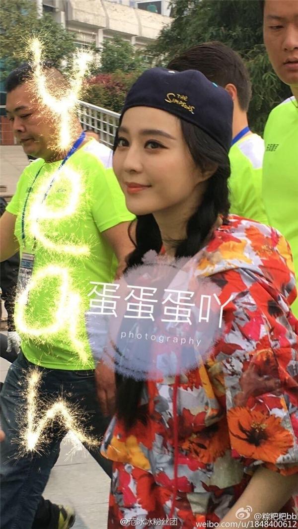 Phạm Băng Băng bị ném đá vì làm màu trong cuộc thi marathon