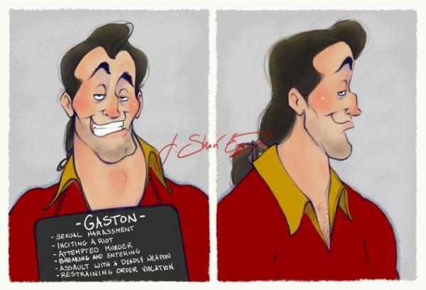 9. Gaston chụp ảnh phạm nhân cũng không quên tạo dáng.