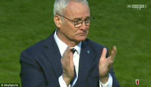 HLV Ranieri rơi lệ sau trận đấu trên sân Ánh sáng.