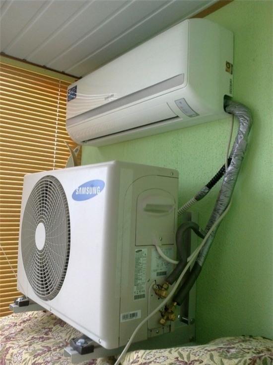 3. Đây là cách người thợ điện có tâm thể hiện nỗi lo lắng cho cục nóng điều hoà.