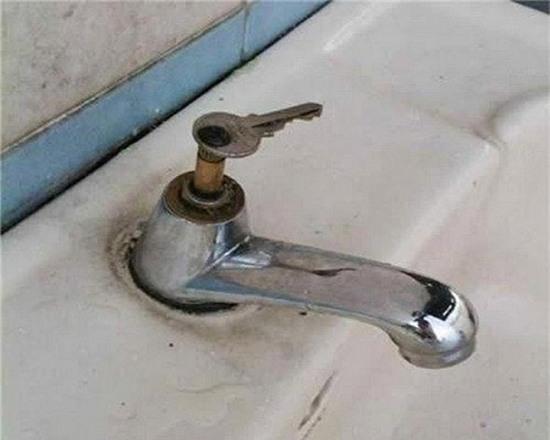 8. Chìa khoá mở cánh cửa đến nguồn nước quý giá.