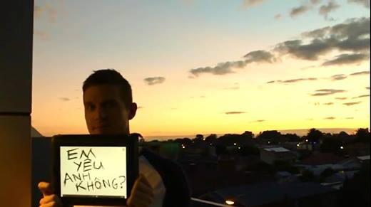 """Chân dung chàng trai Úc đi qua 4 châu lục chỉ để tỏ tình """"Anh yêu em"""""""