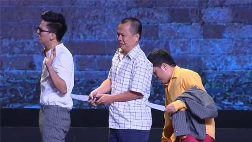 """Hoài Linh """"giả cướp"""" giải cứu con nuôi Hoài Lâm"""