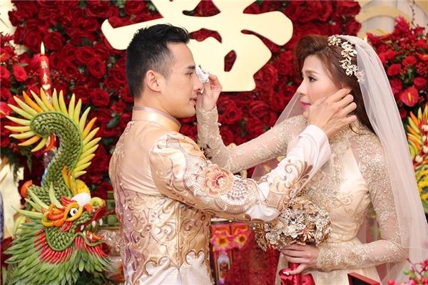 Ngất lịm trước những khoảnh khắc ngọt ngào của sao Việt ngày cưới - Tin sao Viet - Tin tuc sao Viet - Scandal sao Viet - Tin tuc cua Sao - Tin cua Sao