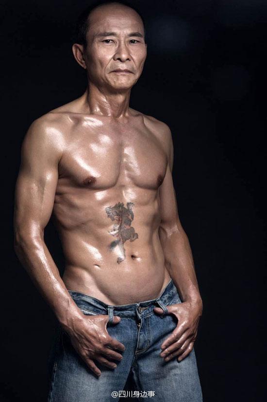 Choáng với người đàn ông 61 tuổi cơ bắp cuồn cuộn bụng 6 múi