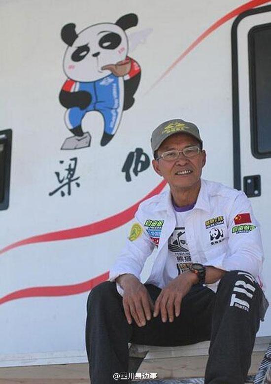 Ông Lương không những thích xem đua xe mà còn là một tay đua kỳ cựu. (Ảnh: Internet)