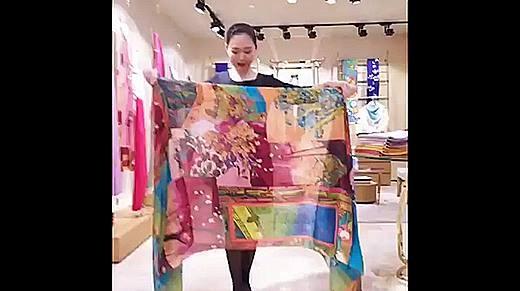 Từ một chiếc khăn, bạn có ngay bộ sưu tập thời trang xuân hè trong tủ