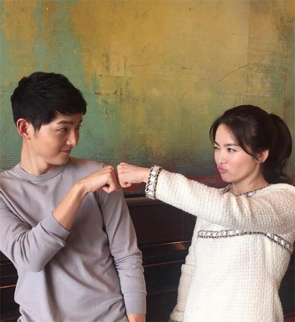 """Chỉ còn 2 tập """"Hậu Duệ Mặt Trời"""" nữa, số phận Song Joong Ki sẽ đi về đâu?"""