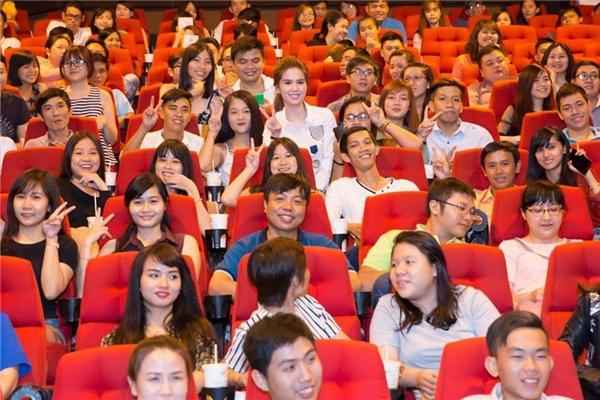 Các cụm rạp lớn tại Thành phố Hồ Chí Minh luôn chật kín người xem. - Tin sao Viet - Tin tuc sao Viet - Scandal sao Viet - Tin tuc cua Sao - Tin cua Sao