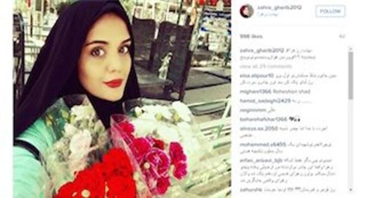 Mốt chụp ảnh tự sướng với bia mộ người chết gây sốt ở Iran