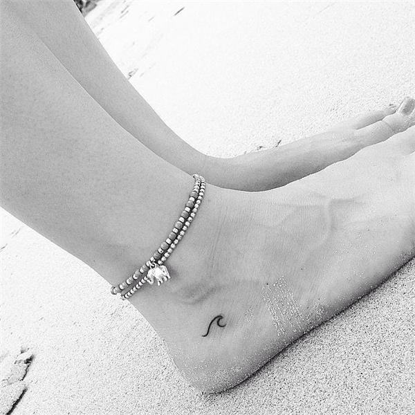 Môt gợn sóng nhỏ cũng là ý tưởng tuyệt vời cho những cô gái yêu biển.