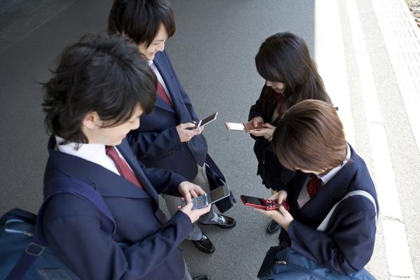 Giới trẻ Nhậtthà giao lưu trên mạng còn hơn ở ngoài đời thực.(Ảnh: Internet)
