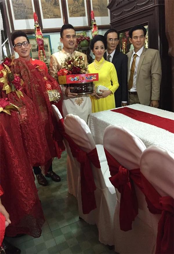 Chú rể Lương Thế Thành chuẩn bị từ sớm và đang trên đường lên nhà cô dâu Thuý Diễm để làm lễ rước dâu (Ảnh: FBNV)