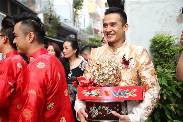 Đoàn rước dâu và chú rể Lương Thế Thành tiến vào nhà gái - Tin sao Viet - Tin tuc sao Viet - Scandal sao Viet - Tin tuc cua Sao - Tin cua Sao