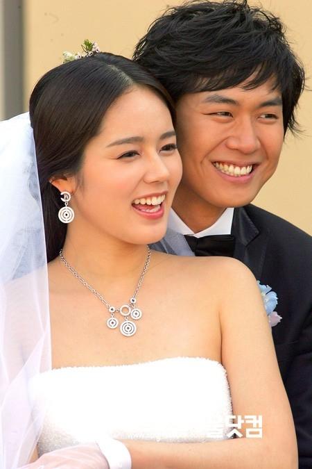 Han Ga In hạ sinh con gái đầu lòng sau 10 năm kết hôn
