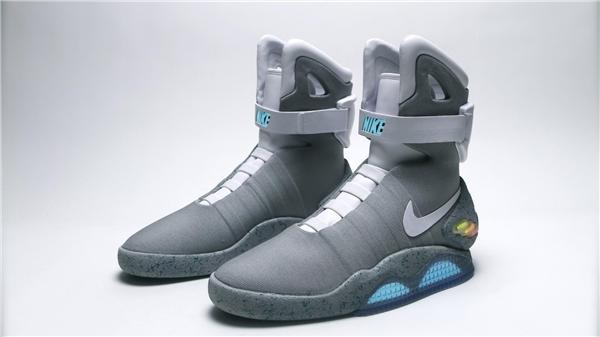 Nike Air Mag có giá khoảng 130 triệu đồng.