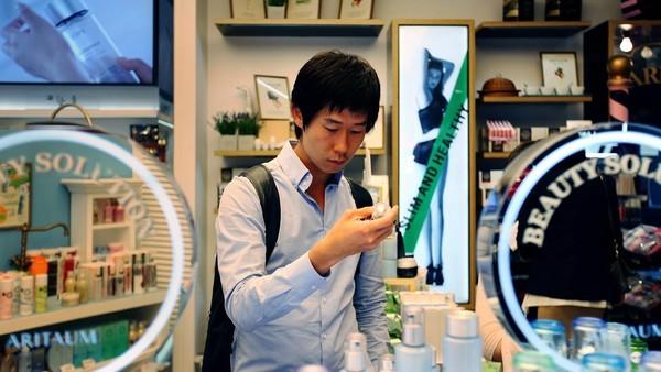 Loạt ảnh cho thấy nam giới Hàn Quốc nghiện trang điểm nhất thế giới