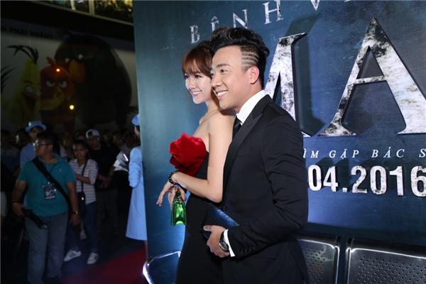 Chính thức công khai tình cảm từ đầu năm 2016, Trấn Thành và Hari Won luôn quấn quýtbên nhau mặc kệ dư luận.