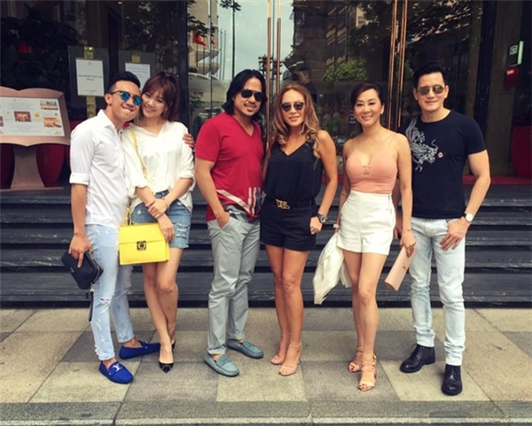 Gần đây nhất, trong bức ảnh mà MC Kỳ Duyên chia sẻ trên trang cá nhân, không khó để khán giả nhìn thấy chiếc túi màu vàng quá đỗi nổi bật của Hari Won.