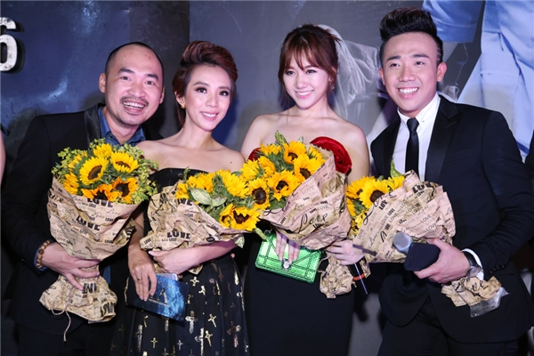 Vợ chồng Thu Trang - Tiến Luật liên tục đùa giỡn với Trấn Thành và Hari Won