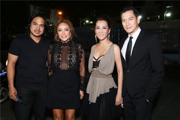 Nữ ca sĩ hải ngoại Khánh Hà cùng MC Kỳ Duyên cũng có mặt để chúc mừng thành công của bộ phim.