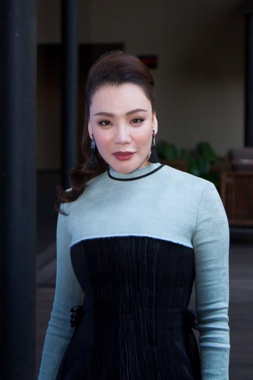 """Fan thích thú xem Hồ Quỳnh Hương """"biến hình"""" liên tục ở XFactor"""