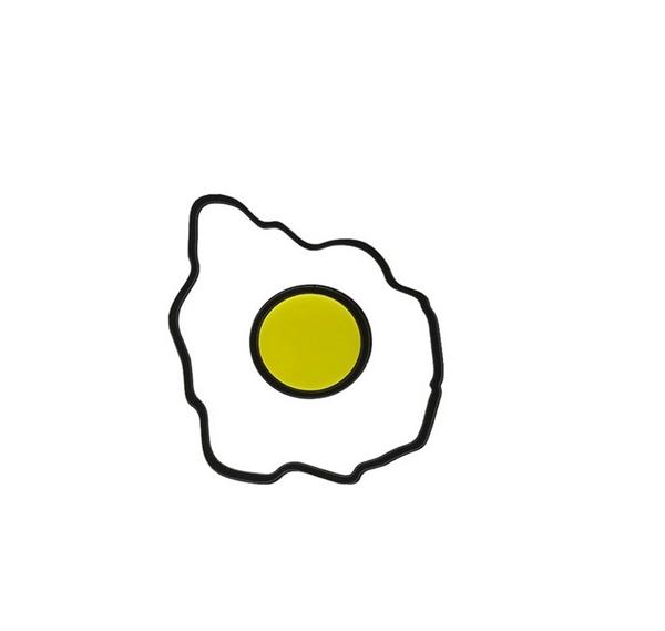 Trứng chiên ốp-la đã được cách điệu lạ mắt trở thành món phụ kiện thú vị.