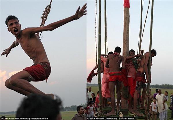Truyền thống của lễ hội Charak Puja là nhằm tôn vinh cây Charak. Một số hành động tự trừng phạt được các tín đồ thực hiện xung quanh và trên cây vào ngày 14/4 mỗi năm. (Ảnh: Zakir Hossain)