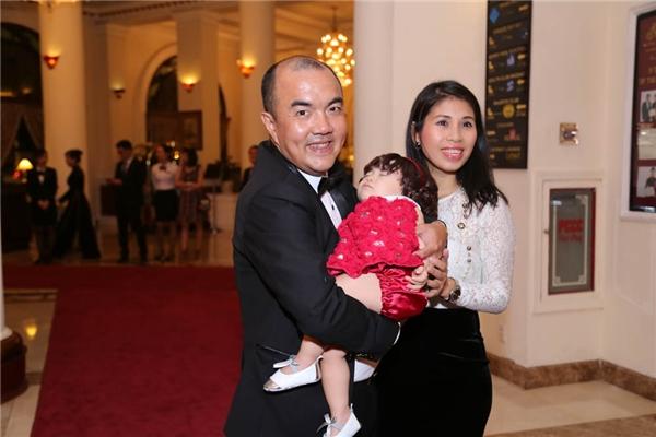 Vợ chồng Quốc Thuận cùng con gái - Tin sao Viet - Tin tuc sao Viet - Scandal sao Viet - Tin tuc cua Sao - Tin cua Sao