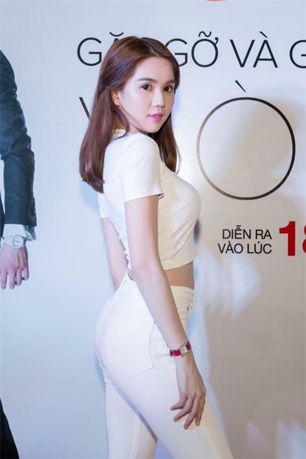 13 cách diện trang phục trắng tinh khôi như Ngọc Trinh