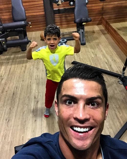Cristiano Ronaldo bóng gió sắp đón đứa con thứ hai chào đời?