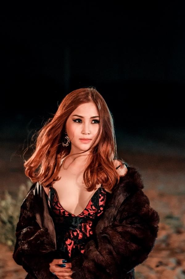 Được biết, sau MV này, Hương Tràm sẽ phát hành album nhạc EDM gộp lại những ca khúc đã trình diễn trong chương trình The Remix 2016. - Tin sao Viet - Tin tuc sao Viet - Scandal sao Viet - Tin tuc cua Sao - Tin cua Sao