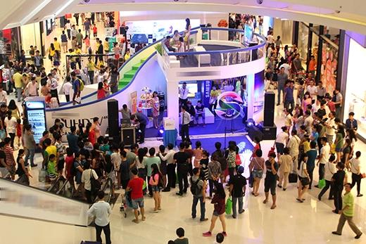 Quang cảnh mua sắm náo nhiệt của chương trình trong 2 lần tổ chức trước.