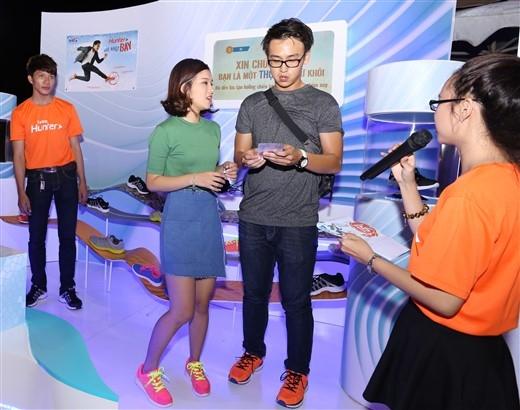 """Tiếc hùi hụi nhưng Quang Bảo và Hoàng Yến Chibi vẫn hớn hở vì """"may là còn được tặng voucher 15% để mua giày""""."""