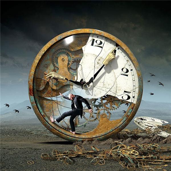 Bạn có nhận ra mình đang là con rối của thời gian hay không? (Ảnh: Igor Morski)