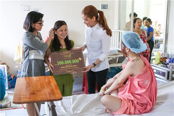 Trương Ngọc Ánh hỗ trợ 300 triệu để nữ sinh bị tạt axít đi thẩm mĩ