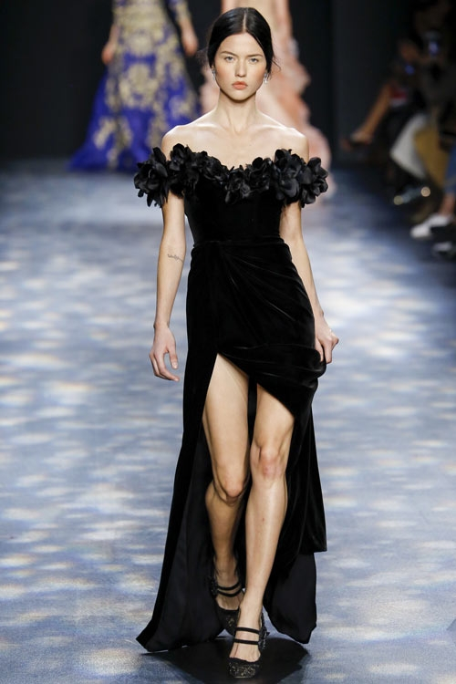 Nghi án Hoa hậu Đặng Thu Thảo mặc váy nhái?
