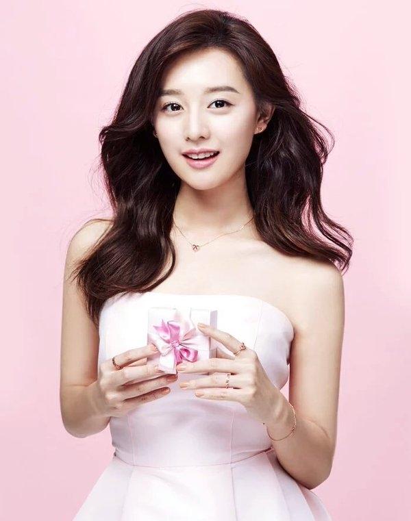 Có ai ngờ chúng ta lại có dịp ngắm nhìn những hình ảnh nữ tính này của trung sĩ Yoon.