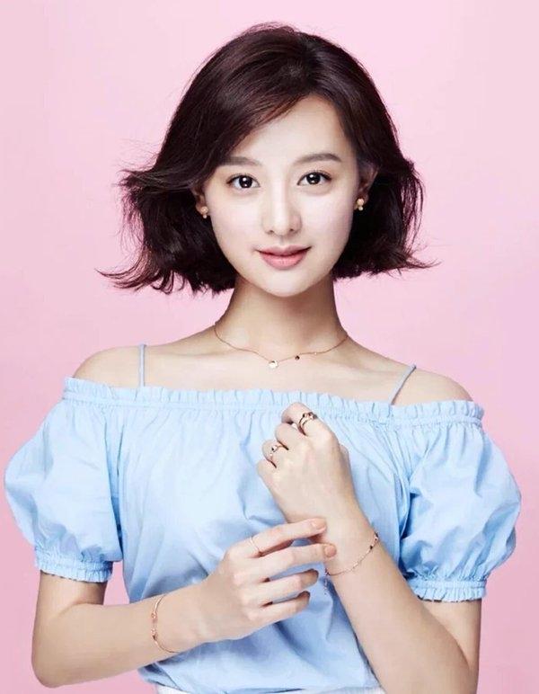 Dịu dàng nhưng vẫn không kém phần cá tính, cuốn hút chính là Kim Ji Won.