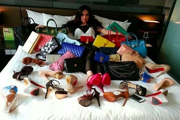 Bộ sưu tập giày dép và túi xách hàng khủng của Lim.