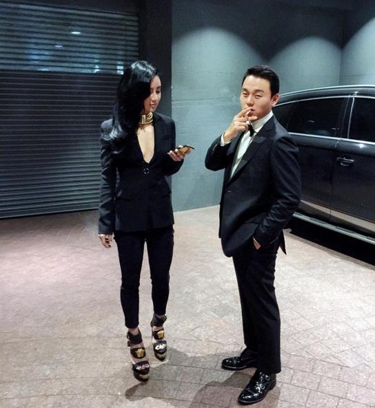 Hình ảnh đại gia nhà giàu không thể lẫn vào đâu được của Kim Lim.