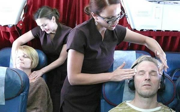 Ngoài mát-xa, hành khách còn được tặng voucher làm đẹp.(Ảnh: Internet)